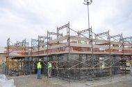 rusztowanie na placu budowy